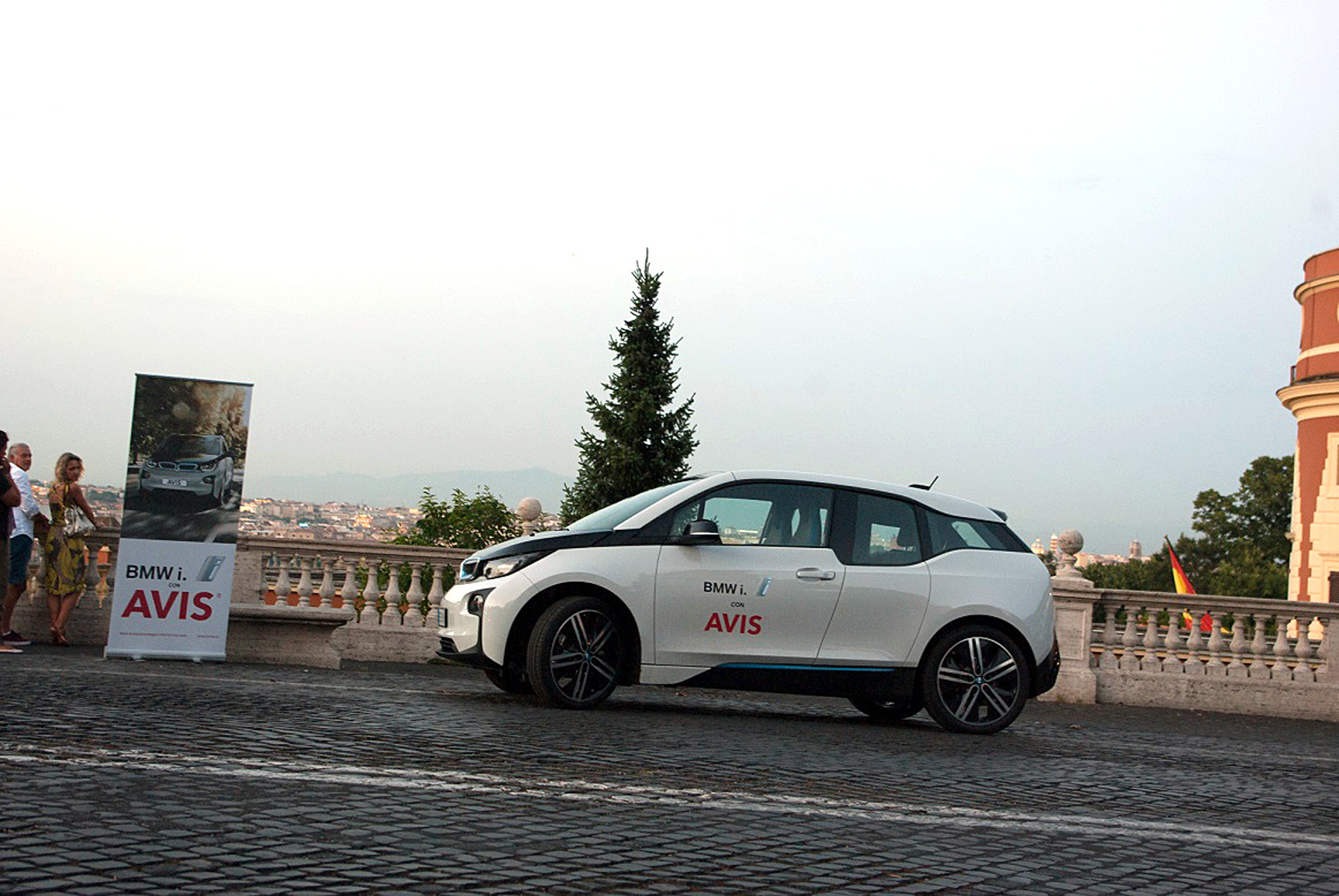 bmw i3 noleggiabile con avis autonoleggio italia bmwpassion blog. Black Bedroom Furniture Sets. Home Design Ideas