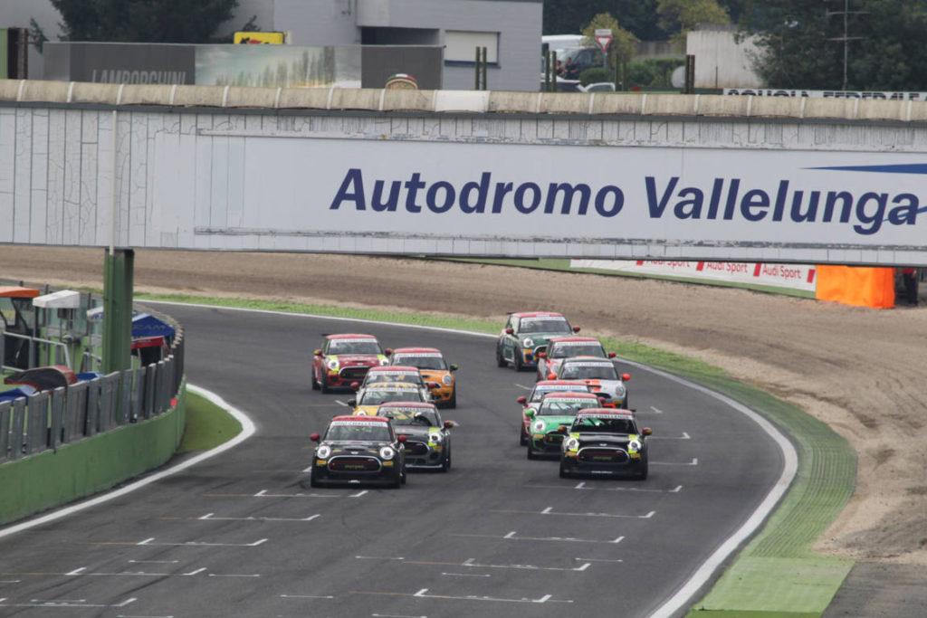 Circuito Vallelunga : Mini challenge vallelunga tramontozzi a podio in
