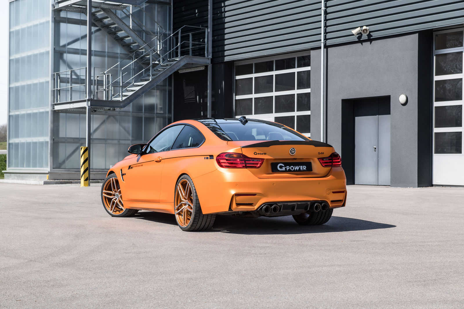 bmw m4 g-power  ben 680 cv e 760 nm per un missile da 330 km  h