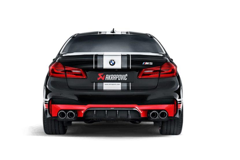 BMW M5 con scarichi Akrapovic