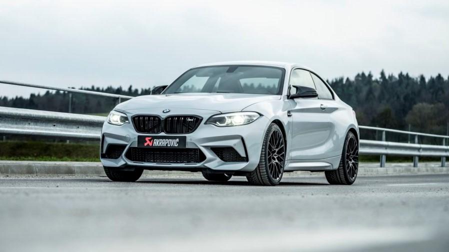 BMW M2 Competition e M4 Competition sulla pioggia