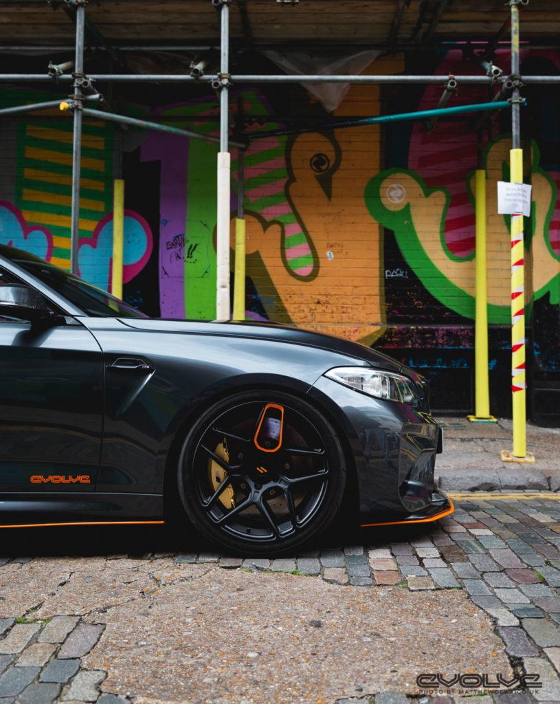 Vista laterale della BMW M2 GTS