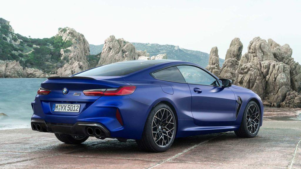 BMW M8 Coupe sulla tre-quarti posteriore